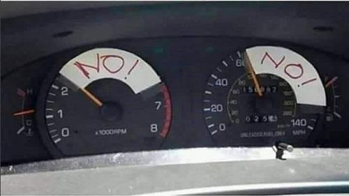 Cách bà mẹ hạn chế tốc độ lái xe của con trai.