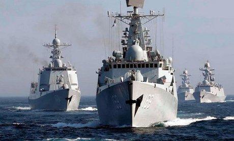Tàu chiến Trung Quốc tập trận trên biển Hoa Đông hồi năm 2017. Ảnh: AP.