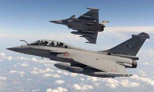 Dàn máy bay quân sự Pháp đang ở thăm Việt Nam