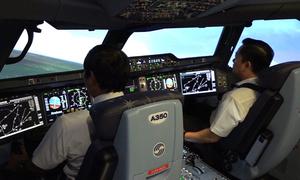 Đào tạo phi công trong buồng lái mô phỏng đầu tiên ở Việt Nam