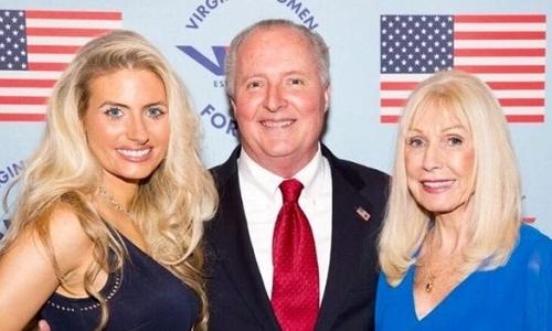 James Montfort III (giữa) là người ủng hộ trung thành của ông Trump. Ảnh: BBC.