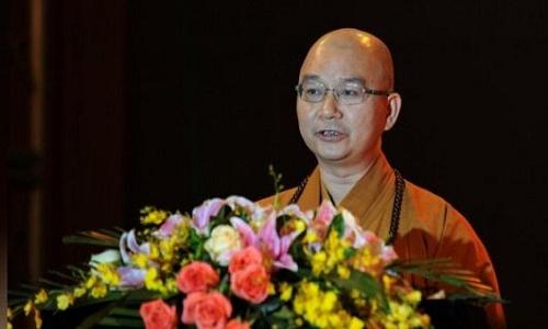 Chú thích ảnh: Trụ trì Học Thành của chùa Longquan phát biểu tại một lễ hội văn hóa Phật giáo tại Thâm Quyến, Quảng Đông, Trung Quốc ngày 25/10/2013. Ảnh: Reuters.