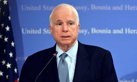 John McCain tại cuộc họp báo ở Sarajevo tháng 4/2017. Ảnh: AFP.