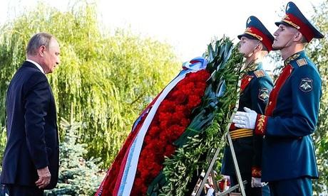 Putin đặt hoa tại mộ Chiến sĩ vô danh tại khu tưởng niệm
