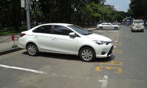 Thu phí đỗ xe ở trung tâm Sài Gòn còn nhiều bất cập