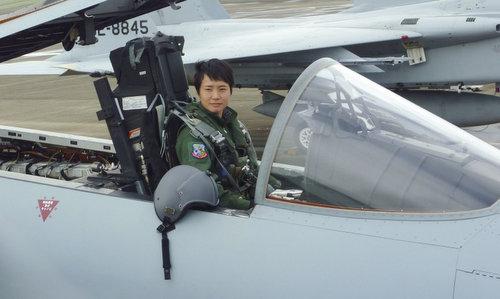 Misa Matsushima trên tiêm kích F-15 trong quá trình huấn luyện. Ảnh: Kyodo.
