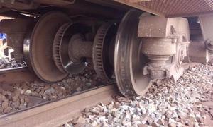 Tàu hoả trật bánh ở Bình Thuận, đường sắt Bắc - Nam tê liệt