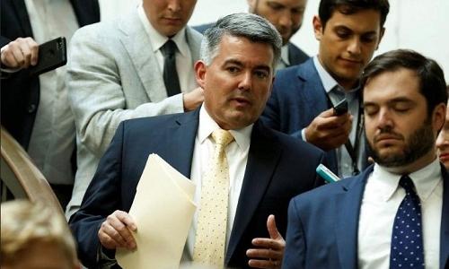 Thượng nghị sĩ Cory Gardner (giữa) tại một cuộc họp kín về an ninh bầu cử tại Washington hôm 22/8. Ảnh: Reuters.