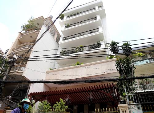 Một căn nhà trên đường Huỳnh Khương Ninh đượcphòng QLĐT quận 1 tham mưu cấpgiấy phép xây dựng về chiều cao không đúng quy định. Ảnh: Trung Sơn
