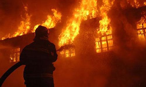 Lính cứu hỏa Cáp Nhĩ Tân đối phó với một đám cháy năm 2007. Ảnh: China.org.