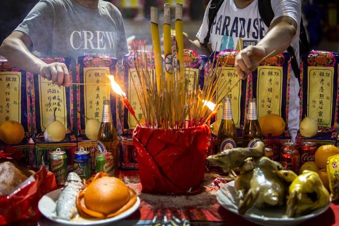 Không khí đón lễ cúng cô hồn tại Hong Kong