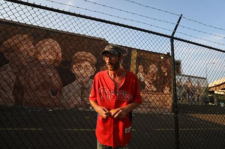 Johnny đã trở lại cuộc sống vô gia cư trên đường phố Philadelphia dù được cộng đồng giúp đỡ. Ảnh: Philadelphia Inquirer