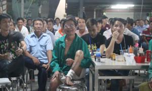 Bệnh nhân ngồi trong trật tự cổ vũ U23 Việt Nam