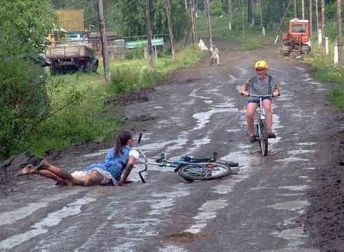 Chỉ vì đường xa ướt mưa.