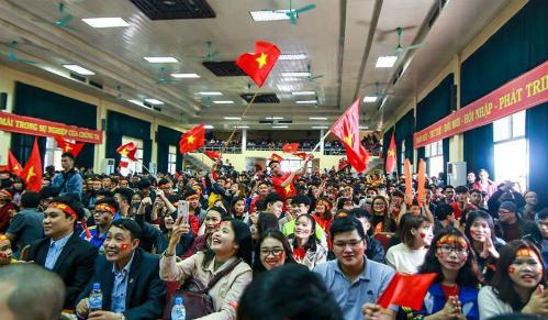 Hội trường Đại học Lâm nghiệp chật kín sinh viên cổ vũ cho đội tuyển Việt Nam trong trận chung kết giải U23 châu Á diễn ra vào tháng 1. Ảnh: Đại học Lâm nghiệp