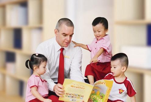 Đội ngũ giáo viên quốc tế trực tiếp giảng dạy học sinh, sinh viên ở các cấp học.
