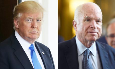 Tổng thống Mỹ Donald Trump và thượng nghị sĩ John McCain. Ảnh: People.