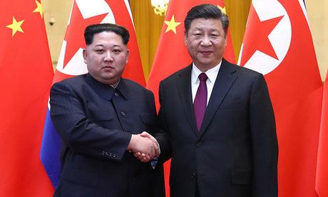 Lãnh đạo Triều Tiên (trái) gặp Chủ tịch Trung Quốc tại Bắc Kinh hồi tháng 3. Ảnh: Xinhua.