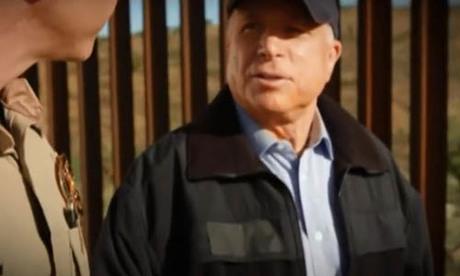 Thượng nghị sĩ John McCain trong đoạn quảng cáo năm 2010 kêu gọi tăng cường an ninh vùng biên giới. Ảnh: Youtube.