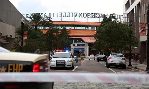 Cảnh sát phong tỏa hiện trường vụ xả súng tại Jacksonville. Ảnh: Reuters.