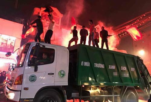 Khi xe chở rác trở thành sàn diễn.
