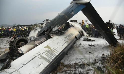 Hiện trường vụ tai nạn máy bay ở sân bay quốc tế Tribhuvan tại Kathmandu, Nepal hôm 12/3. Ảnh: Kathmandu Post.