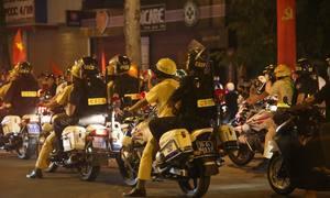 Cảnh sát trắng đêm giữ trật tự sau chiến thắng của Olympic Việt Nam