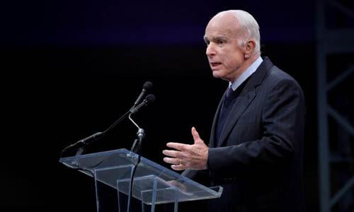 Thượng nghị sĩ John McCain phát biểu sau khi nhận Huân chương Tự do tại thành phố Philadelphia, bang Pennsylvania vào ngày 16/10/2017. Ảnh: Reuters.