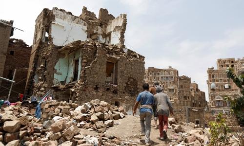 Một ngôi nhà bị phá hủy trong cuộc không kích ở khu phố cổ Sanaa, Yemen ngày 8/8/2018. Ảnh: Reuters