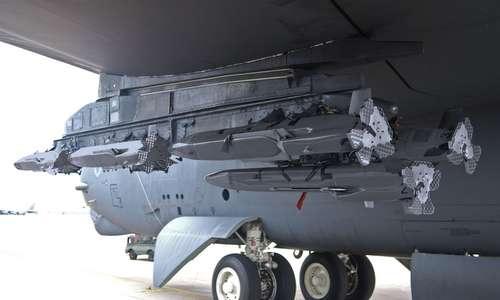 Tên lửa MALD được gắn trên oanh tạc cơ B-52. Ảnh: USAF.