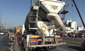 Cửa ngõ TP HCM ùn tắc 5 km sau tai nạn trên cầu
