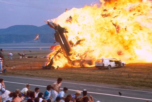 Quả cầu lửa khổng lồ tại hiện trường máy bay của phi đội Tricolori đâm nhau năm 1988. Ảnh: Alamy.