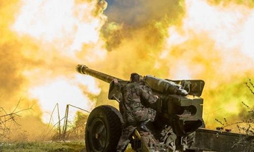 Quân đội Syria pháo kích vào các mục tiêu của phiến quân ở Idlib ngày 12/8. Ảnh: South Africa To Day.