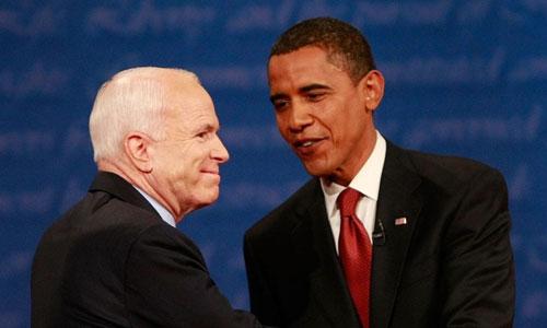 John McCain (trái) và cựu tổng thống Mỹ Barack Obama năm 2008. Ảnh: Reuters.