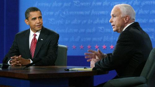 Obama (trái) và McCain trong một cuộc tranh luận truyền hình trực tiếp năm 2008. Ảnh: CNN.