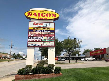 Khu Little Saigon Plaza, thành phố Gladstone, bang Missouri. Ảnh: Kansas City Star