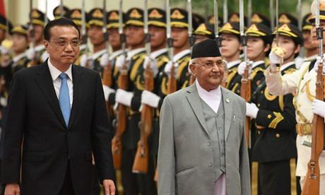 Thủ tướng Trung Quốc Lý Khắc Cường (trái) và Thủ tướng Nepal K.P Sharma Oli trong chuyến thăm Bắc Kinh của ông Oli tháng 6/2018. Ảnh: SCMP.