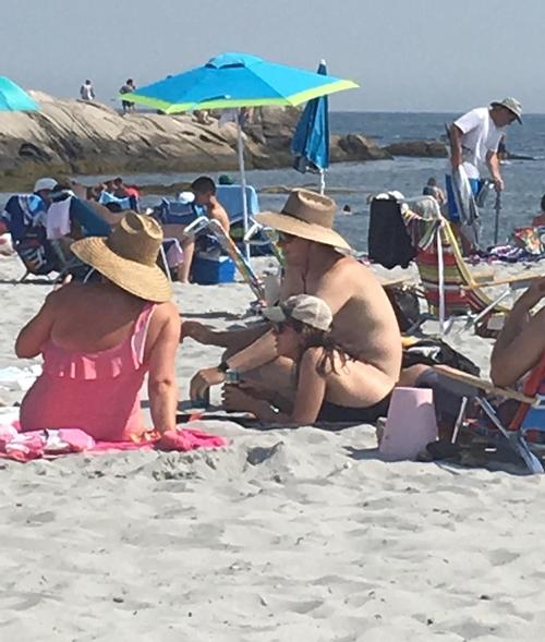 Tại sao ảnh bãi biển này khiến nhiều người xem đến hai lần?
