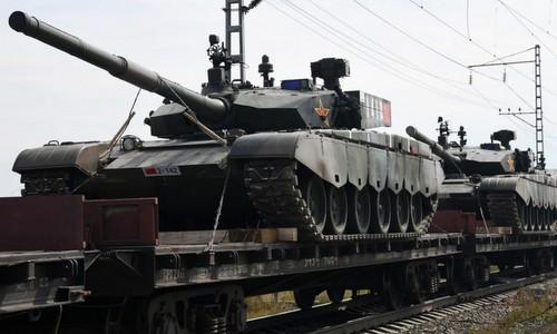 Xe tăng Trung Quốc được đưa tới Nga tham gia tập trận. Ảnh: SCMP.