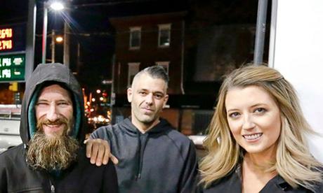 Từ trái qua phải, Johnny Bobbitt, Mark DAmico và Kate McClure. Ảnh: Philadelphia Inquirer.