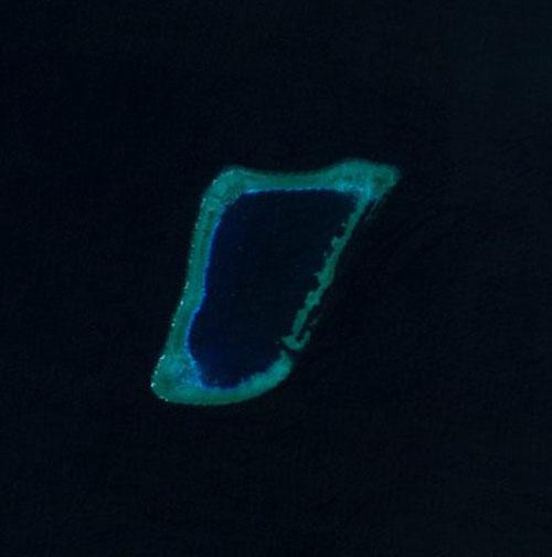 Ảnh vệ tinh Bãi Trăng Khuyết. Ảnh: NASA.