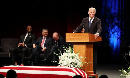 Biden nói về những kỷ niệm vui với McCain trong quá khứ. Ảnh: AFP.