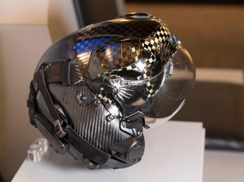 Mũ bảo hiểm trị giá 400.000 USD cho phi công F-35. Ảnh: USAF.