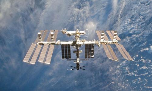 Trạm Vũ trụ Quốc tế (ISS)hoạt động ngoài không gian năm 2011. Ảnh: NASA.