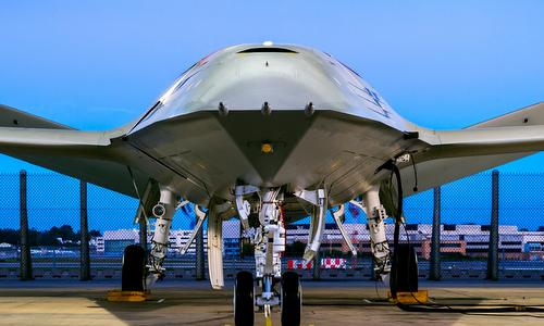 Mỹ công bố mẫu UAV tiếp dầu tương lai cho tiêm kích hạm