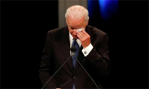 Cựu phó tổng thống Biden đọc điếu văn trong lễ truy điệu cố thượng nghị sĩ McCain ngày 30/8. Ảnh: CBS.