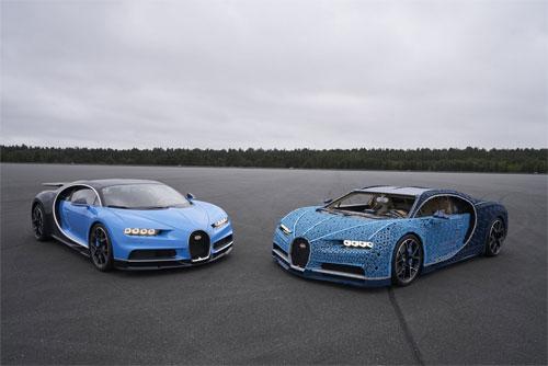 Siêu xe làm từ các miếng ghép hình Lego (phải) có kích thước bằng siêu xe thật (trái).
