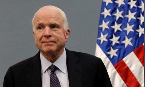 Lý do McCain từng tự làm khổ mình khi bay về nhà