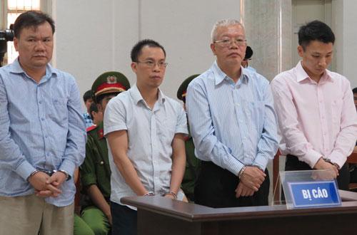 Các bị cáo Hồng, Hoàng, Hiếu và Nam (từ trái qua) khi nghe tòa tuyên án.