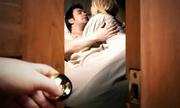 'Lý do người lạ nằm trên giường cùng vợ' hài nhất tuần qua
